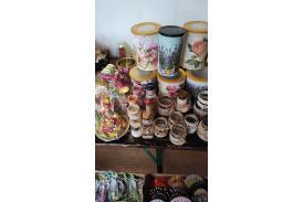 Własnoręcznie ozdobione słoiczki i różne pudełka