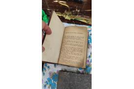 Książka w środku