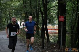 Dwóch biegnących mężczyzn