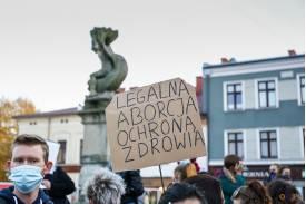 """Baner z napisem """"LEGALNA ABORCJA OCHRONA ZDROWIA"""""""