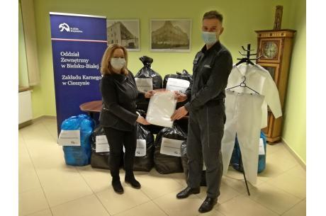 W Oddziale Zewnętrznym w Bielsku-Białej Zakładu Karnego w Cieszynie nastąpiło dziś przekazanie 500 kompletów odzieży ochronnej. Fot: Por. Tomasz Głasek