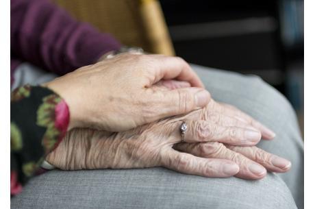 Pomocna dłoń dla seniorów w Gminie Strumień fot. ARC OX.PL