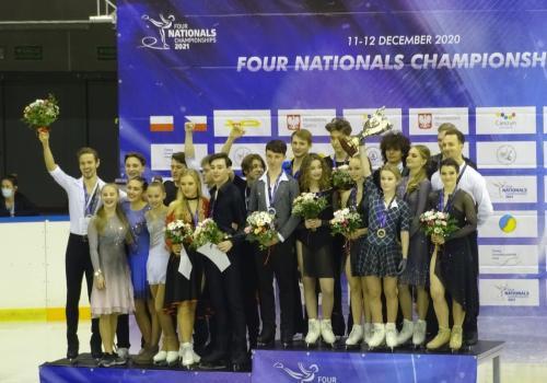 Mistrzostwa Czterech Narodów w łyżwiarstwie figurowym - dekoracja zwycięzców / fot. FJD