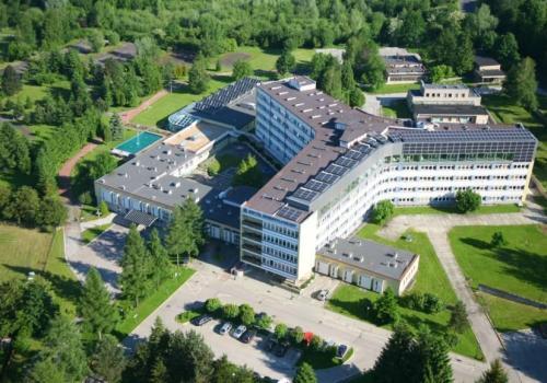 Jednym ze szpitali jest Centrum Reumatologii w Ustroniu fot. ARC OX.PL