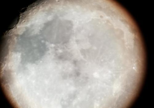 Księżyc sfotografowany przy użyciu teleskopu, który pozyskał Urząd Gminy Goleszów. Fot. UG Goleszów