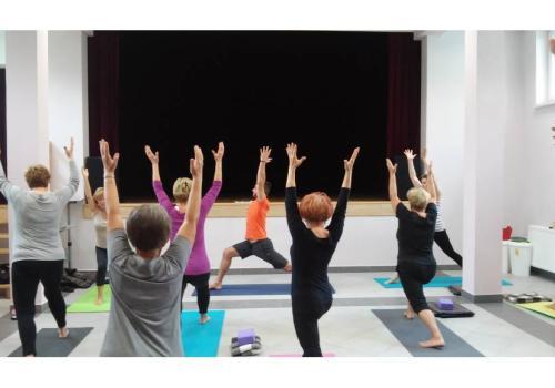 archiwalne zdjęcie ćwiczeń seniorów