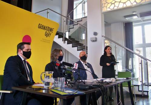 Od lewej - Tomasz Bujok, prof. Ryszard Koziołek, Andrzej Drobik, Katarzyna Czyż-Kaźmierczak. fot. KR/Ox.pl