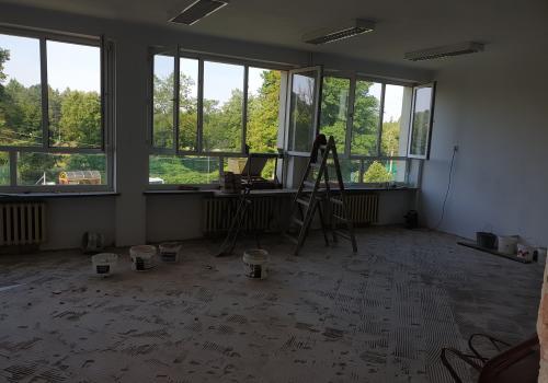 W Zespole Szkolno-Przedszkolnym w Kończycach Wielkich trwają prace związane z przygotowaniem oddziałów przedszkolnych fot. Grzegorz Sikorski fb