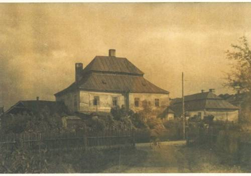 """Zamek ok. 1930 roku. Źródło: M. Makowski, """"Szlacheckie siedziby na Śląsku Cieszyńskim"""", Muzeum Śląska Cieszyńskiego, 2005."""