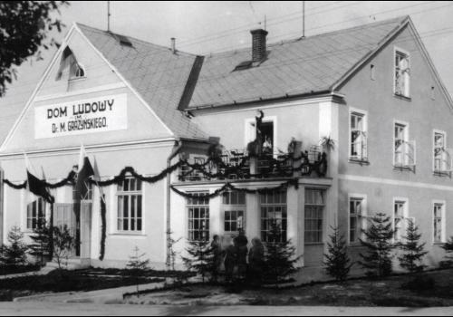 Dawny Dom Ludowy w Pogwizdowie. Źródło: youtube.com