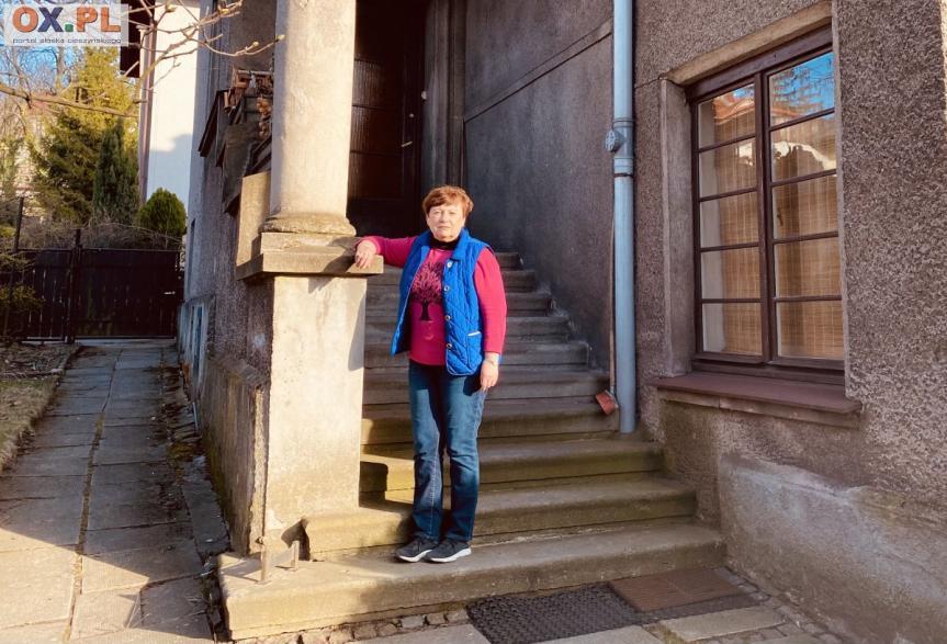 Elena Chefranova przed swoim mieszkaniem w Cieszynie / fot. MSZ