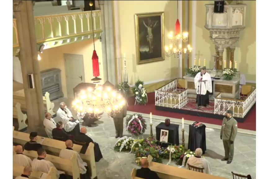 Zdjęcie z góry na pogrzeb Biskupa
