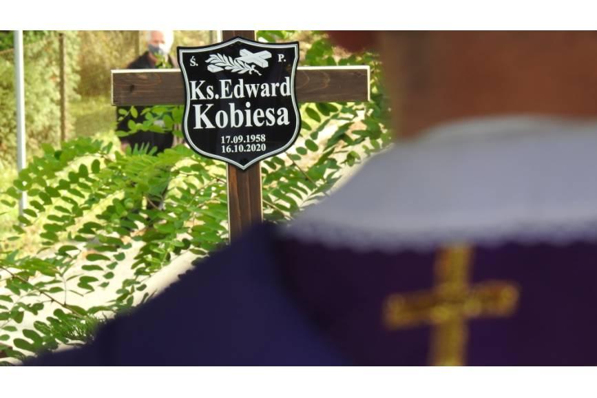 Tabliczka Ś.P Księdza Edwarda Kobiesa